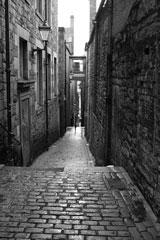 narrow street in Edinburgh's Old Town
